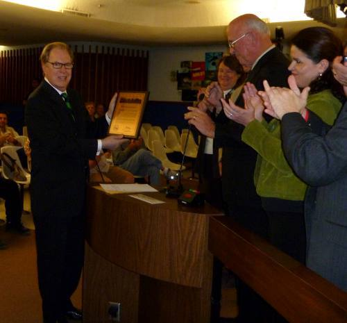 bill_award.2010-Bill-Buckmaster-receives-a-Lifetime-Achievement-Award-from-the-Tucson-City-Council.